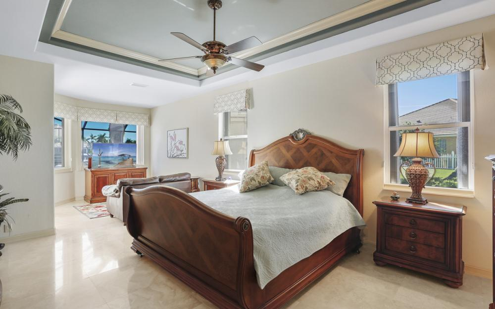 5611 Merlyn Ln, Cape Coral - Luxury Home For Sale 62206640