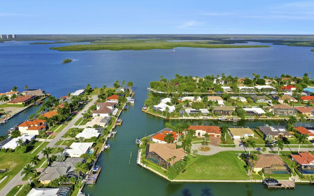 366 Rock Hill Ct, Marco Island - Home For Sale 302225402