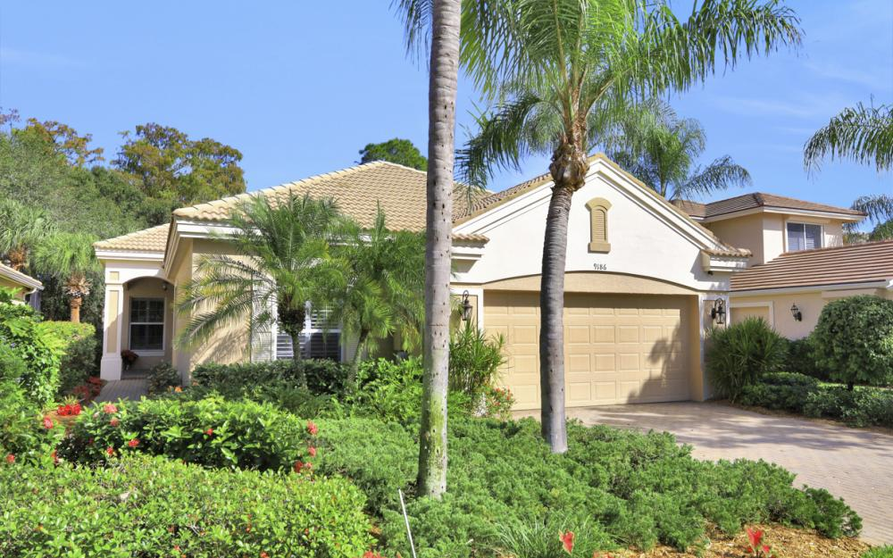 9186 Troon Lakes Dr, Naples - Home For Sale 1012818732