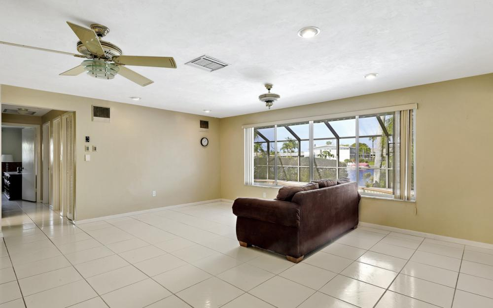 401 Avalon Dr, Cape Coral - Home For Sale 806842372