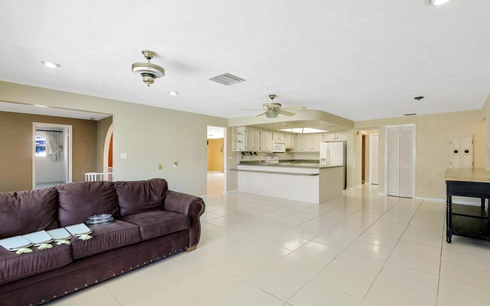 401 Avalon Dr, Cape Coral - Home For Sale 1240034945