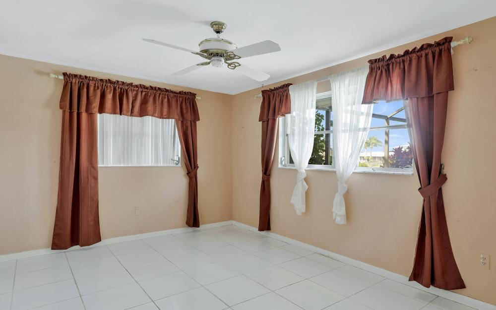 401 Avalon Dr, Cape Coral - Home For Sale 647341159