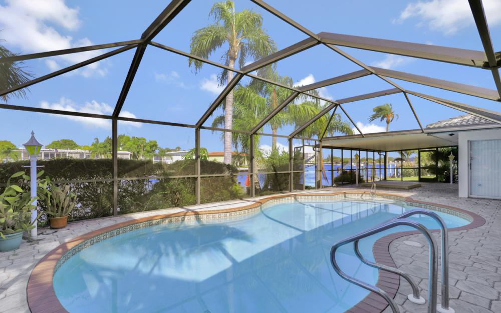 401 Avalon Dr, Cape Coral - Home For Sale 1221417330