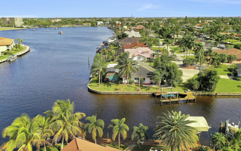 401 Avalon Dr, Cape Coral - Home For Sale 2130969181