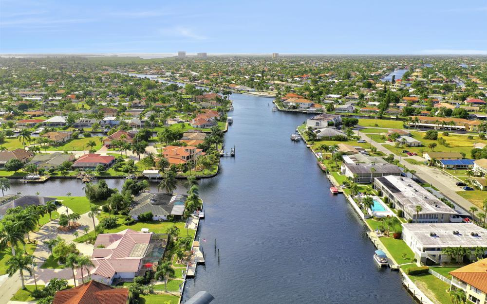 401 Avalon Dr, Cape Coral - Home For Sale 593407865