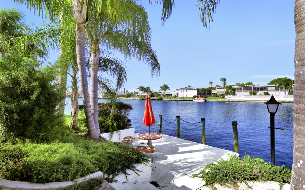 401 Avalon Dr, Cape Coral - Home For Sale 533634947