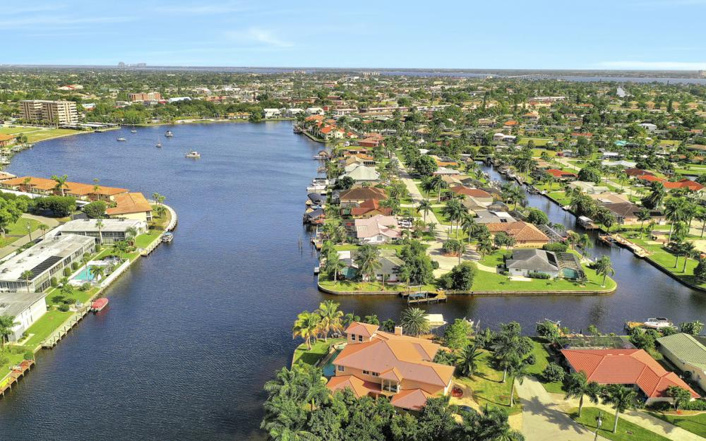401 Avalon Dr, Cape Coral - Home For Sale 1061890493