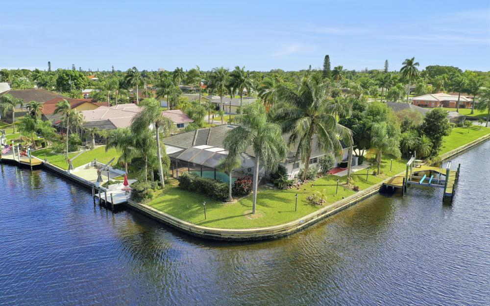 401 Avalon Dr, Cape Coral - Home For Sale 511716553