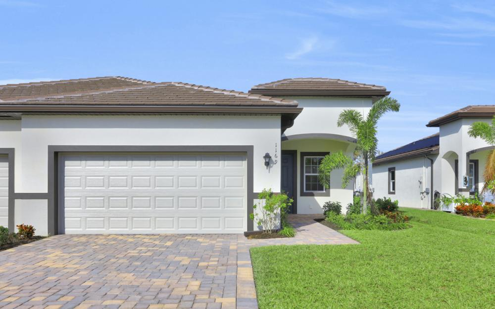 1169 S Town and River Dr, Fort Myers - Home For Sale 77570485