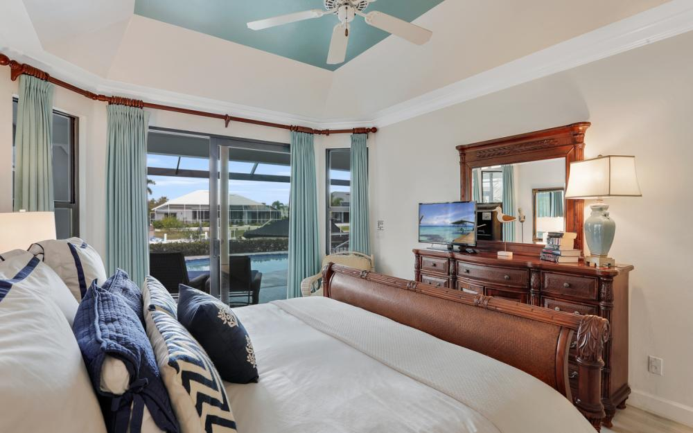 1556 Buccaneer Ct, Marco Island - Vacation Rental 2050383277