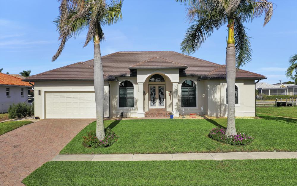 920 Ruby Ct, Marco Island - Home For Sale 2032604314