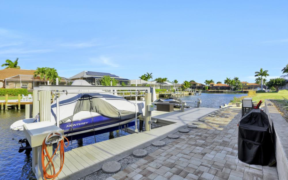 920 Ruby Ct, Marco Island - Home For Sale 215976581