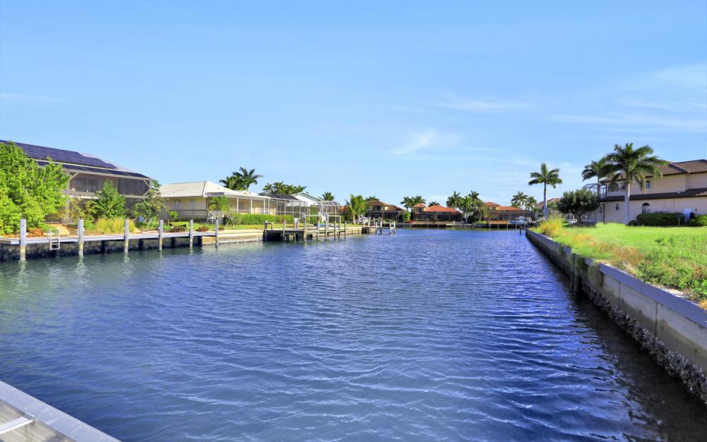 920 Ruby Ct, Marco Island - Home For Sale 208210101