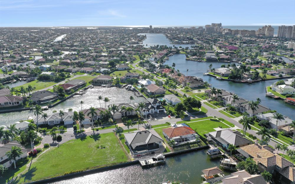 920 Ruby Ct, Marco Island - Home For Sale 27028383