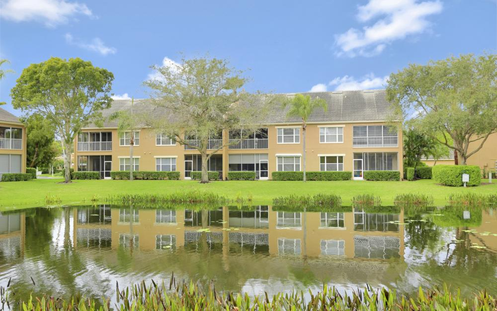 14600 Glen Cove Dr #301, Fort Myers - Condo For Sale 601644866