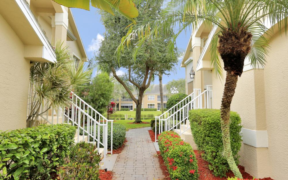 14600 Glen Cove Dr #301, Fort Myers - Condo For Sale 2019865284