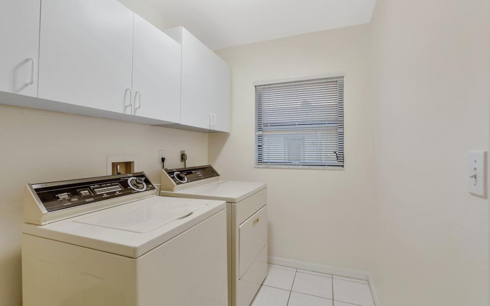325 SE 21st Ave, Cape Coral - Home For Sale 231361331