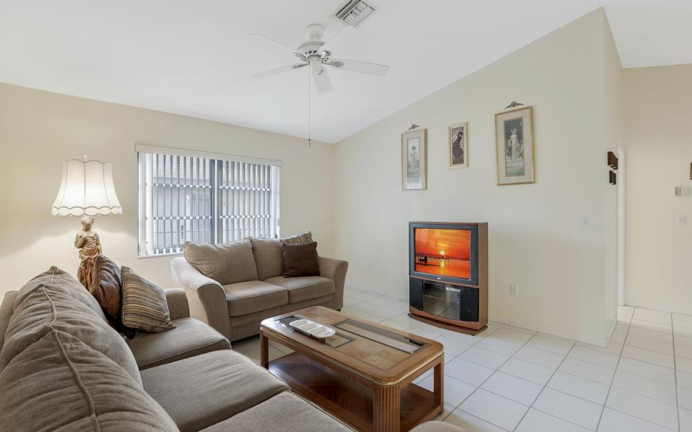 325 SE 21st Ave, Cape Coral - Home For Sale 173296411
