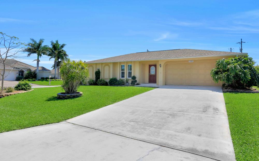 2302 SW 53rd Ter, Cape Coral - Home For Sale 913090246