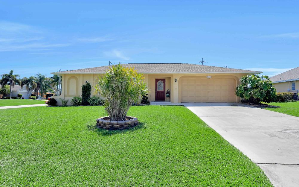 2302 SW 53rd Ter, Cape Coral - Home For Sale 715502051