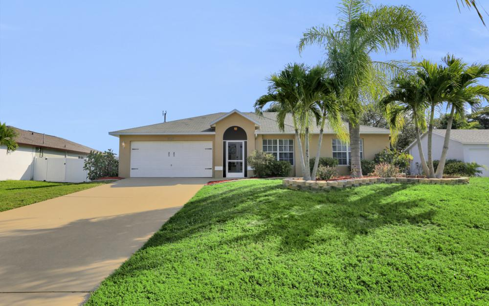 3527 SW 12th Ave, Cape Coral - Home For Sale 374979942