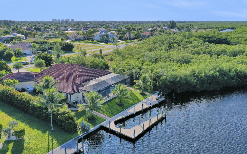 3920 Surfside Blvd, Cape Coral - Luxury Home For Sale 286797567