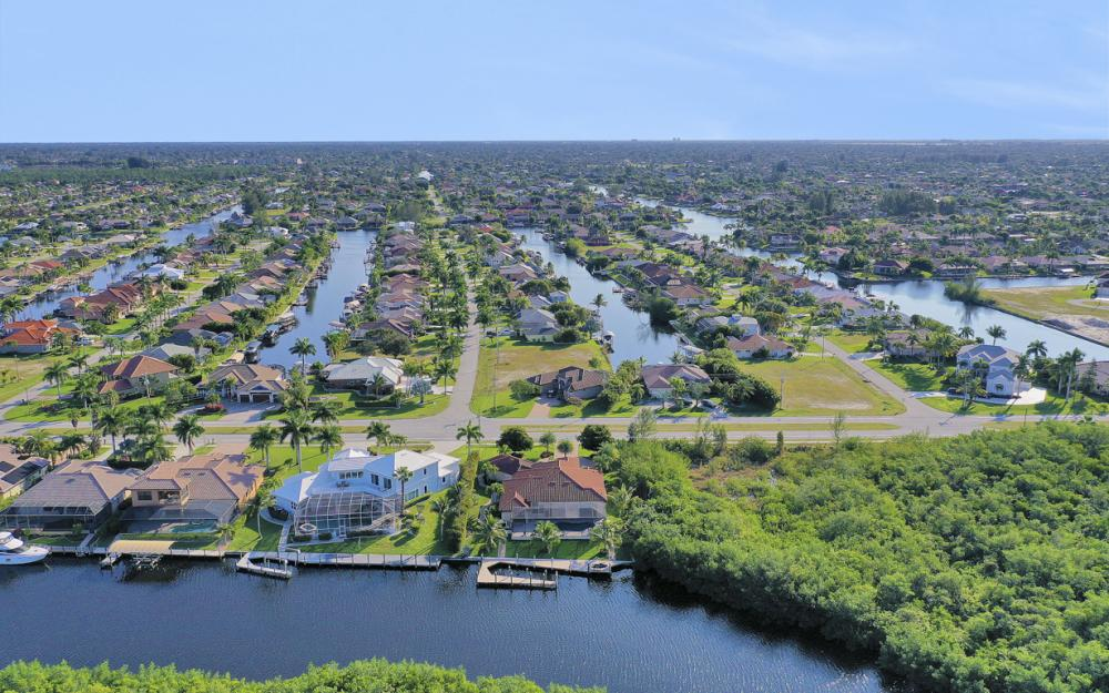 3920 Surfside Blvd, Cape Coral - Luxury Home For Sale 230158478
