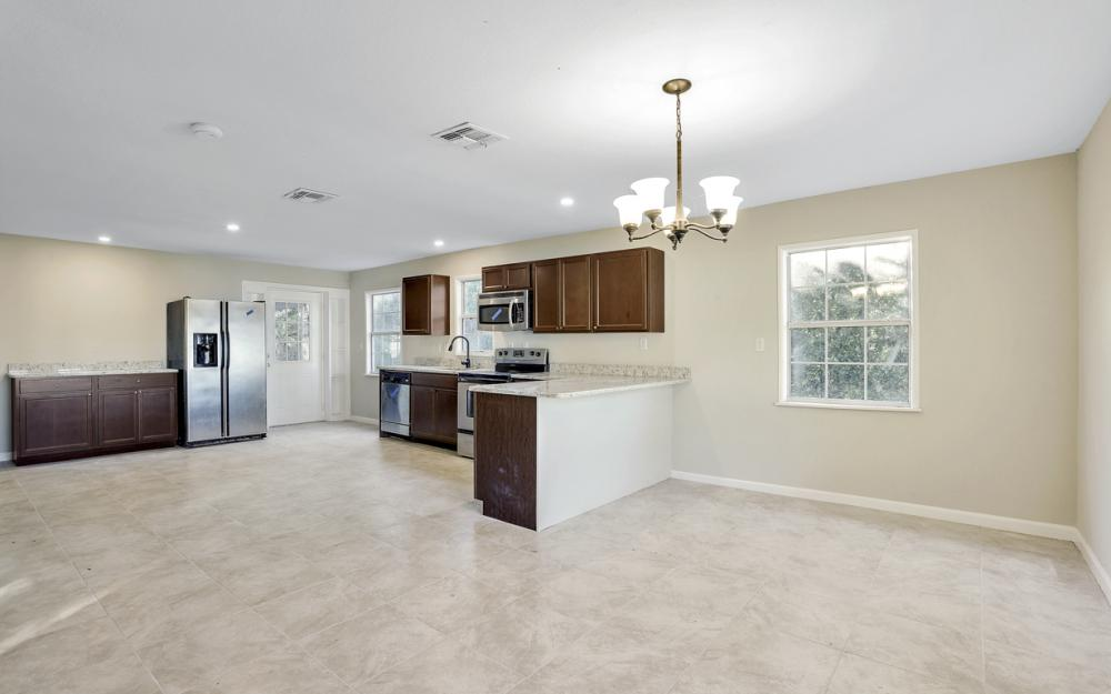 606 NW 3rd St, Mulberry - Home For Sale 624400234