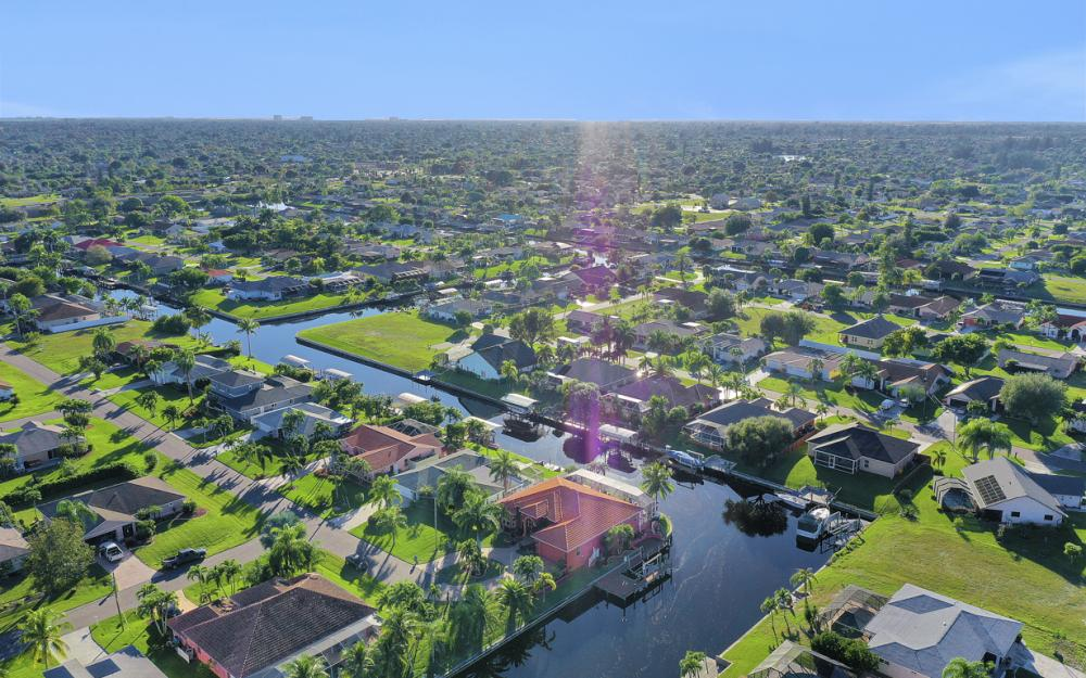 2102 SE 11th Pl, Cape Coral - Home For Sale 852923359