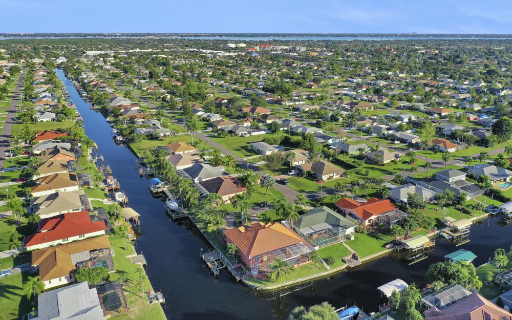 2102 SE 11th Pl, Cape Coral - Home For Sale 432026657