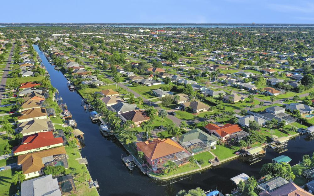 2102 SE 11th Pl, Cape Coral - Home For Sale 2080525553