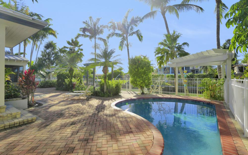 1154 Vernon Pl, Marco Island - Home For Sale 386094835