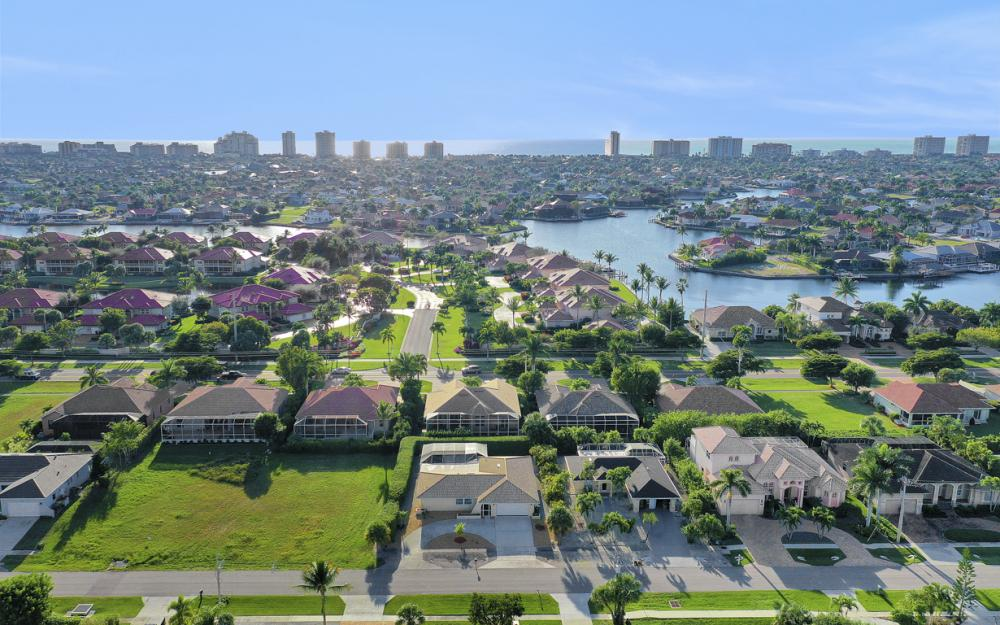 232 Tahiti Rd, Marco Island - Home For Sale 922123754