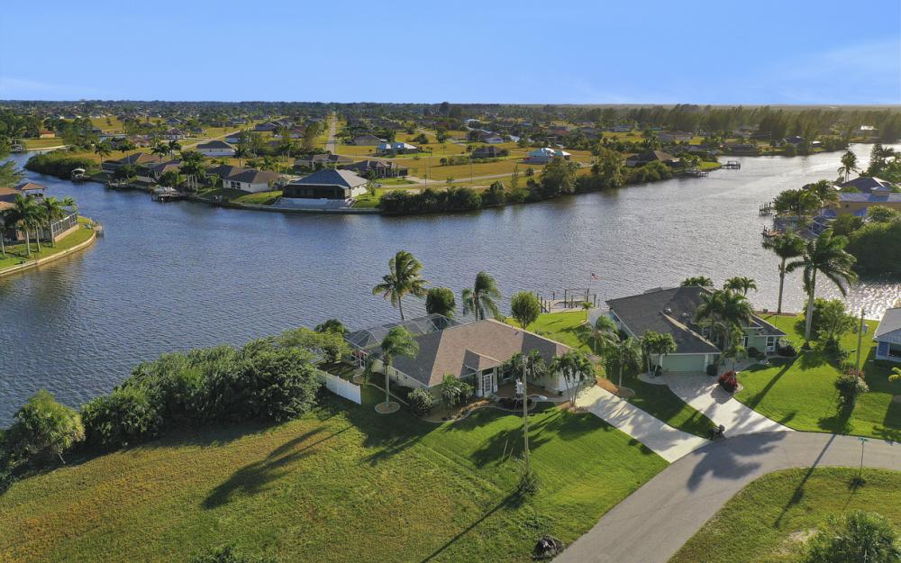 3712 NW 22nd Ter, Cape Coral - Home For Sale 867373843