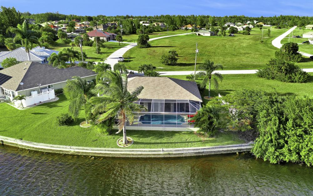 3712 NW 22nd Ter, Cape Coral - Home For Sale 1072452500