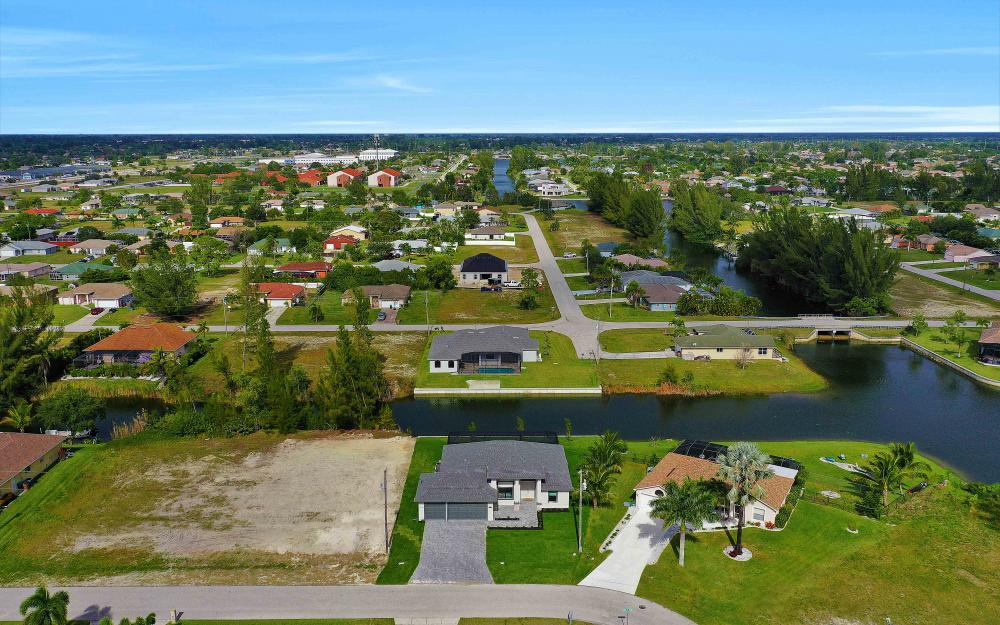 515 SW 22nd Ter, Cape Coral - Vacation Rental 2048217225