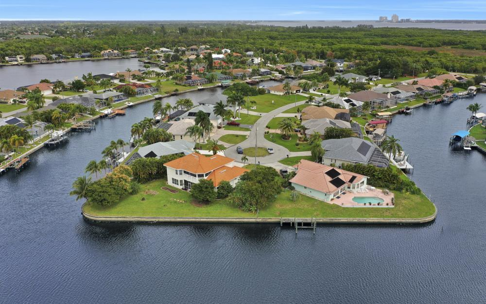 2001 SE 21st St, Cape Coral - Home For Sale 1383003188