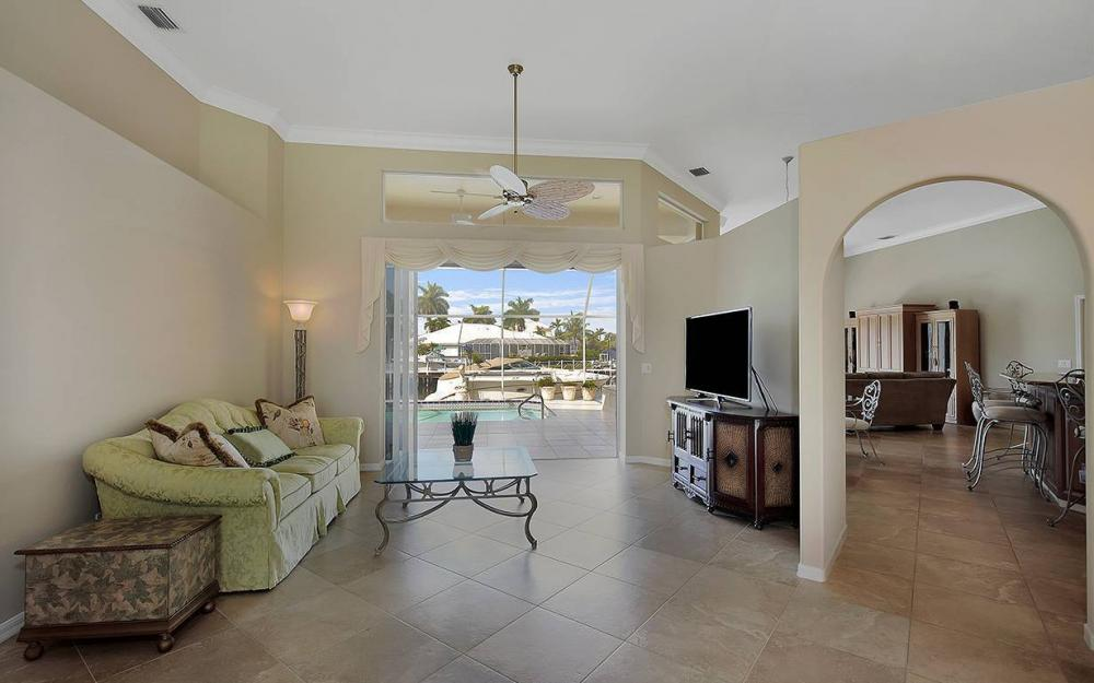 338 Edgewater Ct, Marco Island - House For Sale 736362528