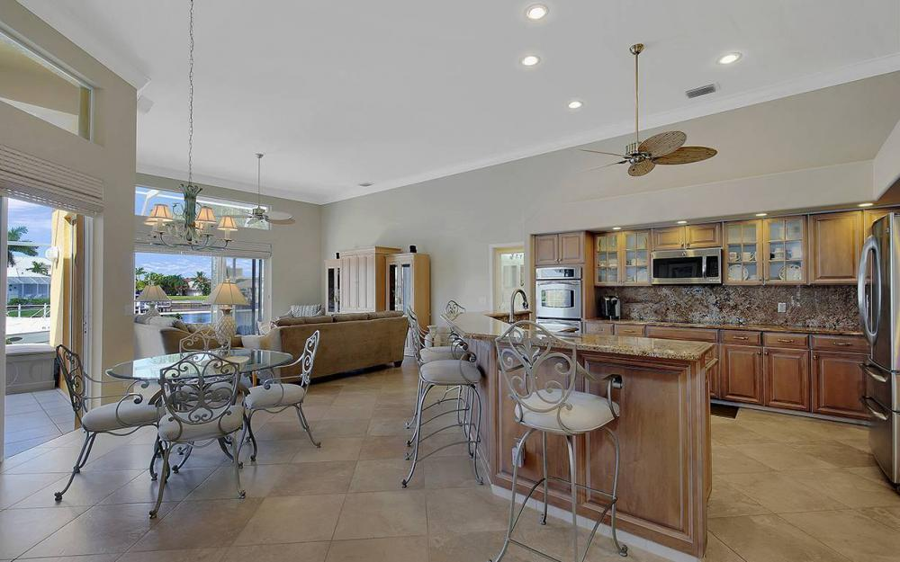 338 Edgewater Ct, Marco Island - House For Sale 913907196