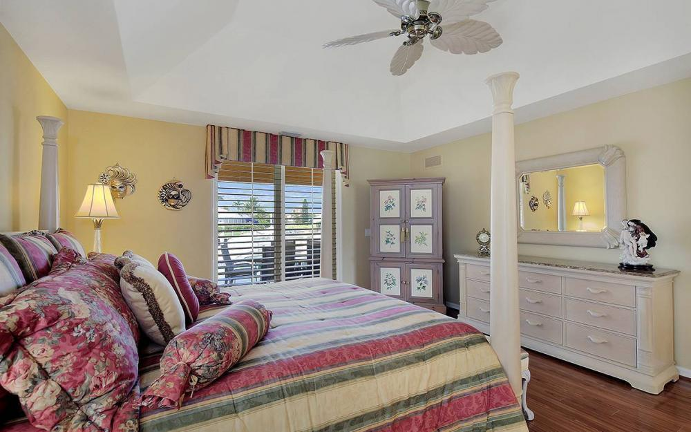 338 Edgewater Ct, Marco Island - House For Sale 1185227598