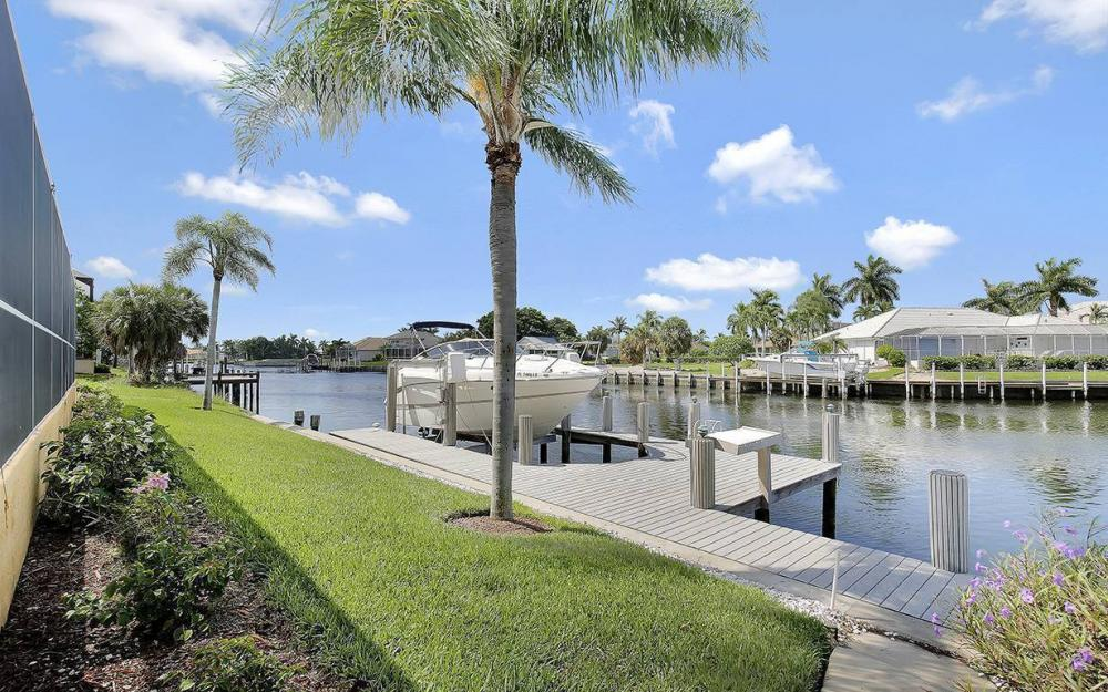 338 Edgewater Ct, Marco Island - House For Sale 439477438