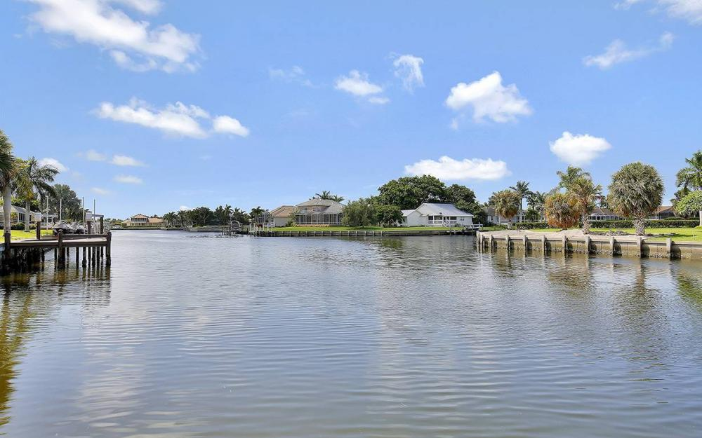338 Edgewater Ct, Marco Island - House For Sale 1823207605