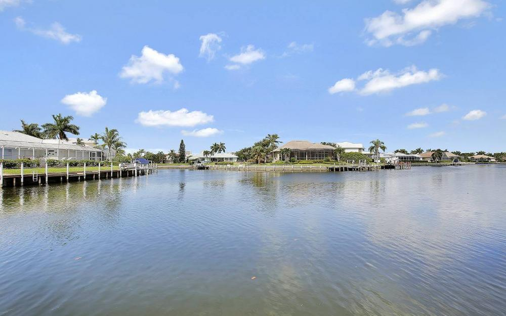 338 Edgewater Ct, Marco Island - House For Sale 713129618