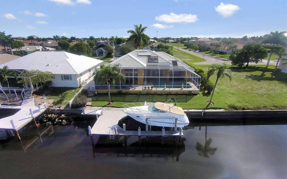 338 Edgewater Ct, Marco Island - House For Sale 619709240