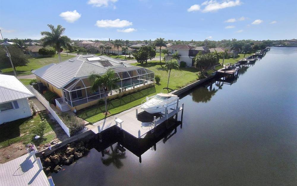 338 Edgewater Ct, Marco Island - House For Sale 536732037