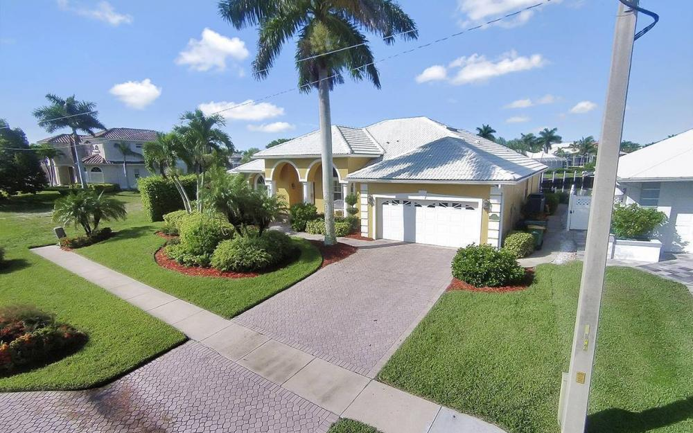 338 Edgewater Ct, Marco Island - House For Sale 638234433