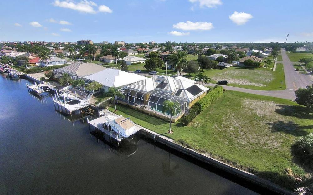 338 Edgewater Ct, Marco Island - House For Sale 498580333
