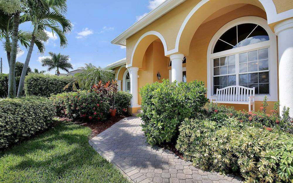 338 Edgewater Ct, Marco Island - House For Sale 406025071
