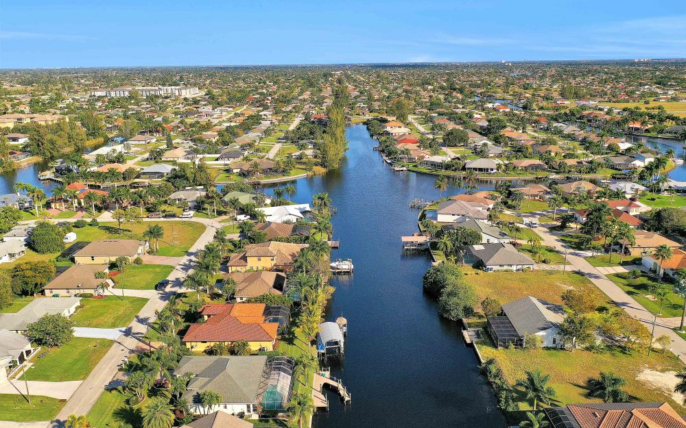 2400 SW 39th Ter, Cape Coral - Home For Sale 2127878328