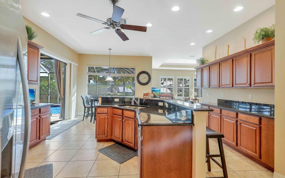 2400 SW 39th Ter, Cape Coral - Home For Sale 971634115